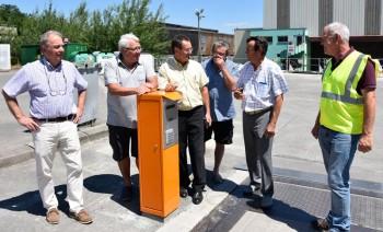 Le Président, les Vice-présidents et le responsable des déchèteries lors de la mise en place des bornes d'accès à Saint-Leon