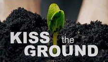 """affiche """" Kiss the ground"""""""